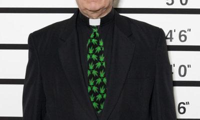 Ksiądz został przyłapany na paleniu marihuany z ministrantami