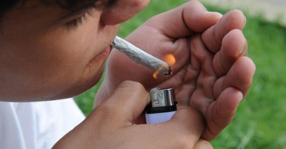 Palenie marihuany w okresie dojrzewania zwiększa szansę na uzależnienie